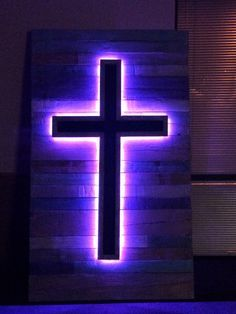 Instructions on how to make a backlit cross with pallets