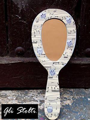 """Gli Stolti Casa: Specchio da toeletta decorato a mano """"Gufetti&Musica"""" Gli Stolti Original Design. Handmade in Italy.  http://gli-stolti.blogspot.it/2013/11/specchio-delle-mie-bramespecchi-da.html  #design #artigianato #madeinitaly #shopping #roma #casa #gufi #musica"""