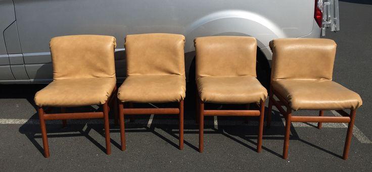 Suite de 4 chaises scandinaves en teck