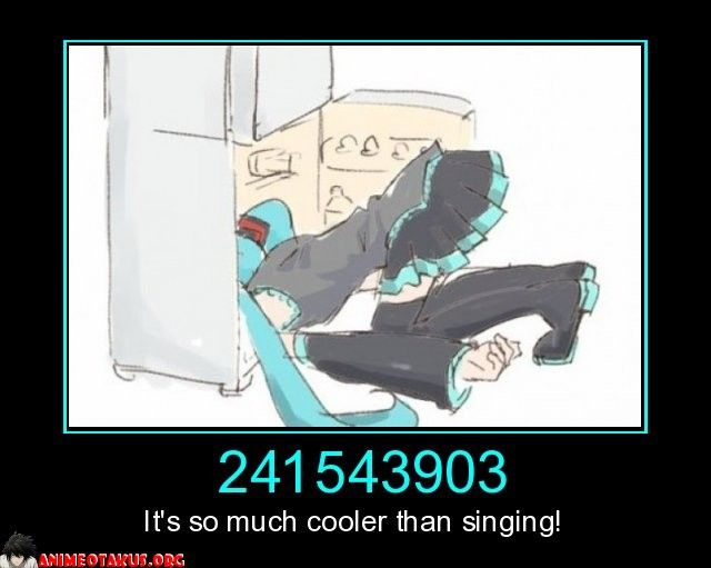 241543903-its-much-cooler-than-singing-hatsune-miku-head-fre-anime-otakus-1397769820.jpg (640×511)