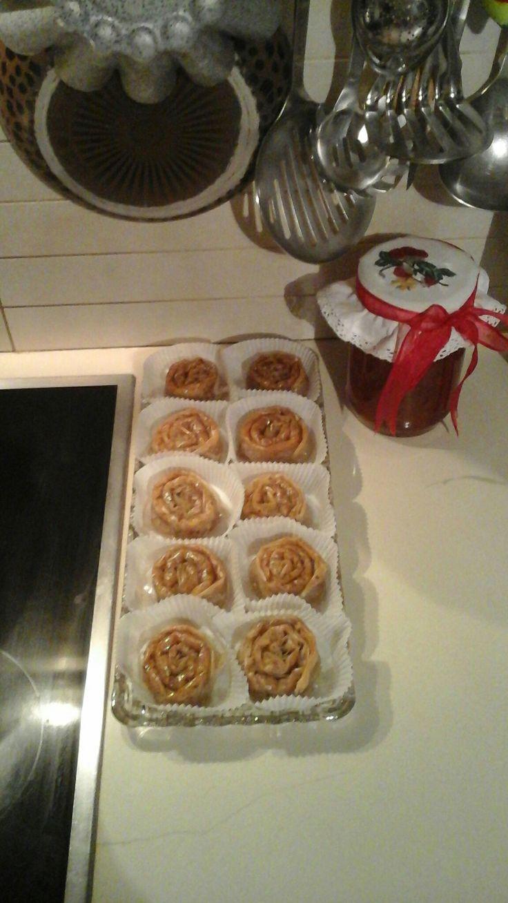 Τα μπακλαβαδάκια μου συνταγή της μαμάς και της νονάς μου Μικρά Ασία Κρήτη ένα ένα...