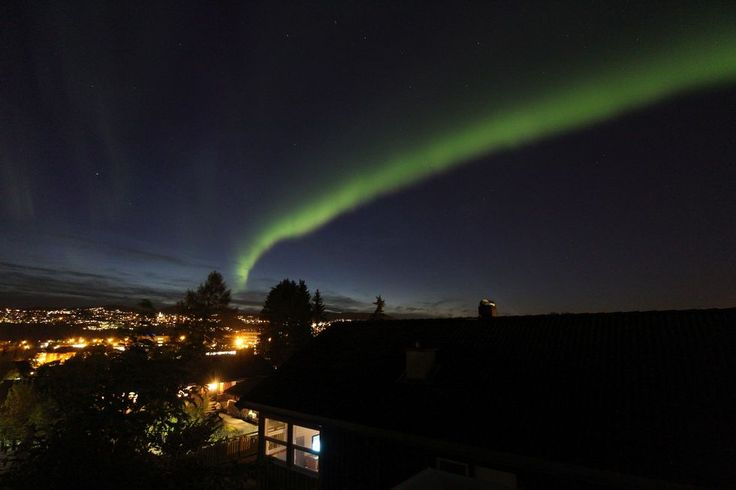 Nordlysbilde tatt på Hoeggen i kveld  (Foto: Frank Dahlslett)