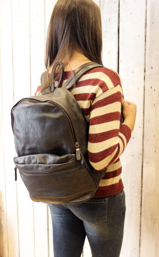 Large dark brown Handmade Italian Leather backpack di LaSellerieLimited su Etsy