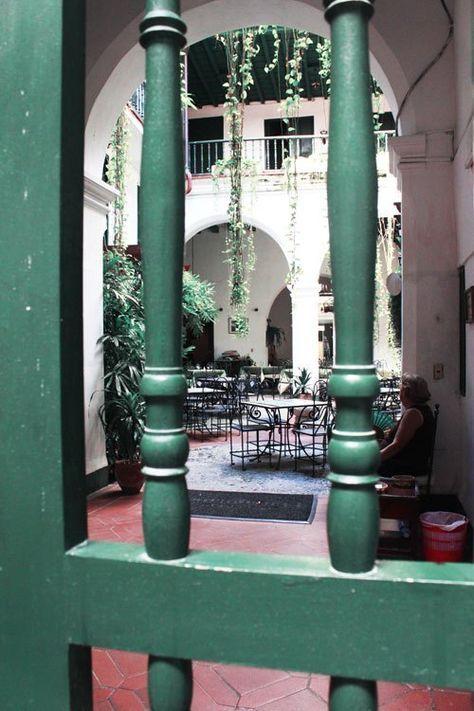 Hôtel colonial El Comendador - La Havane - Découvrir La Havane à Cuba - Bonnes adresses de restaurants, hôtels, casa particulares et inspiration pour de belles visites. #cuba #vinales #cityguide #hotel #casaparticular #restaurant #guide #photos