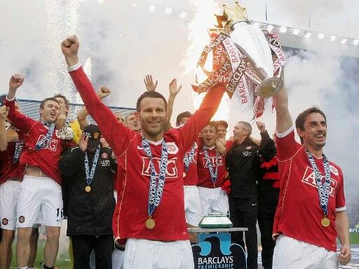 Ryan Giggs & Gary Neville lifting English Premiere League cup