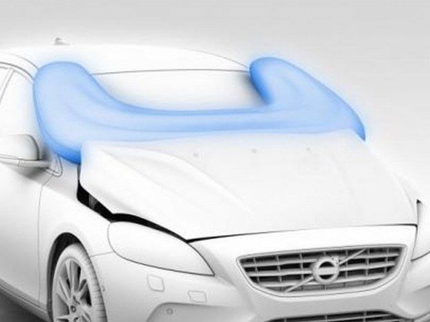 La prima auto con l'airbag salvapedoni. http://www.nuvolari.tv/anteprime/volvo-v40