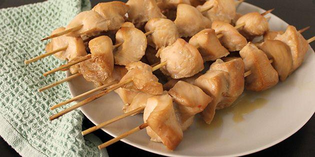 Fantastiske kyllingespyd med en helt suveræn marinade, der giver masser af smag til kødet, og gør det ekstra saftigt.