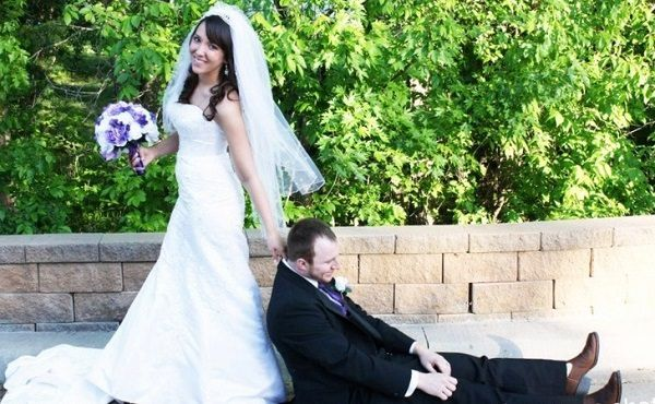 Bir ömrü birlikte geçirmeye karar verdiğiniz kişiyle ilgili pek çok özelliğini analiz ediyoruz. Karakteri, aile bağları, yakışıklılığı, güzelliği, davranışları... Peki evleneceğiniz kişinin burcu evlilik kararını belirler mi?  http://www.esraninportresi.com/ask-iliskiler/evlilik/burclara-gore-evliligin-avantaj-dezavantajlari/