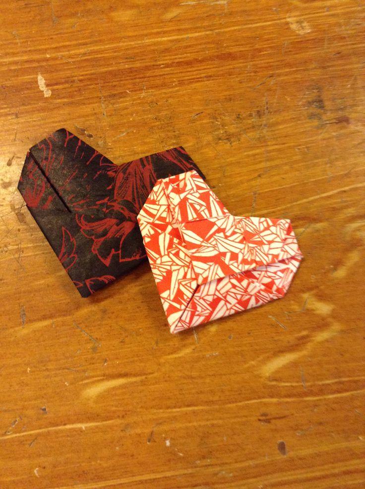 Jag har laddat upp en instruktionsvideo på detta origamihjärta på www.youtube.com/djurabok /Linda, Djura Bok & Pappersverkstad