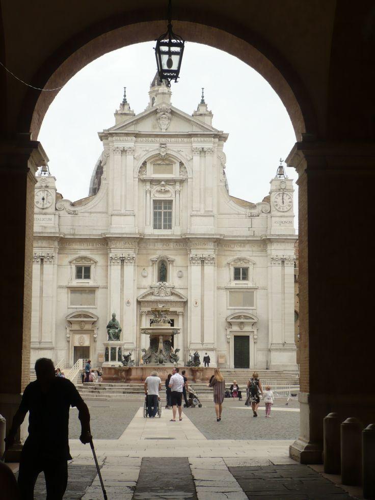 LORETO (Italie) 2016  située dans la province d'Ancône, dans la région Marches, en Italie centrale. Loreto est l'un des plus célèbres sanctuaires dédié à la Vierge Marie