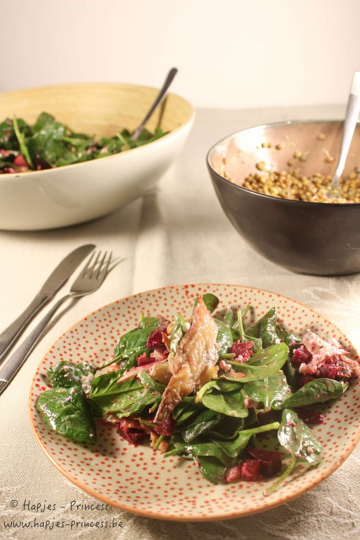 Jeroen Meus maakte in Dagelijkse Kost onlangs deze salade met makreel en rode biet. Het leek me zo lekker dat ik ze die avond zelf nog maakte.