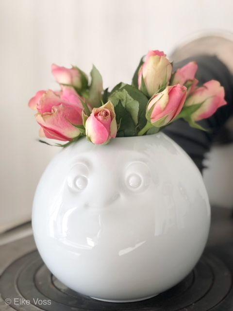 Friday-Flowerday mit neuer Vase und mit Frieda
