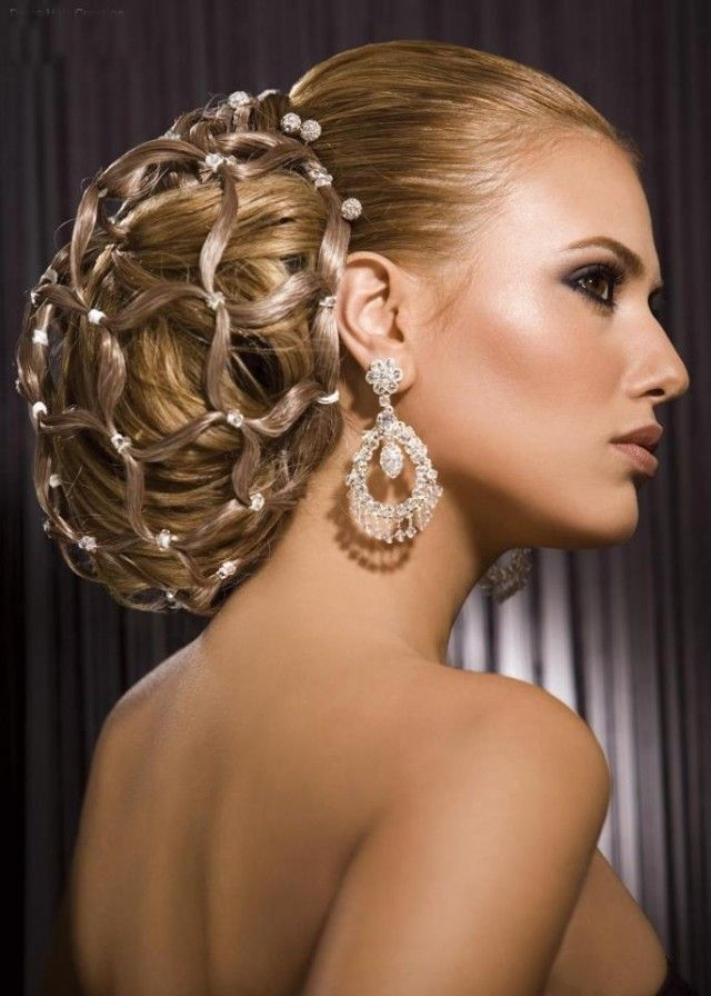 THE BEST WEDDING HAIRSTYLES -> HERE!