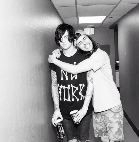 "I love how Vic is like ""I love my bff!"" and Kellin is just like ""Vic, stap their's a camera."""