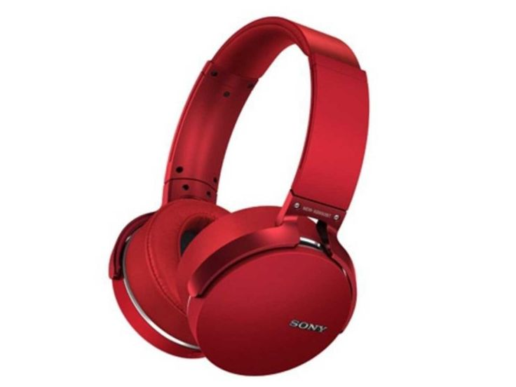 Sony MDR XB950BT Review - If you're an audiophile who wants the purest and clearest reproduction of the source being played, then it's likely that you're not interested in Sony's XB (extra bass) headphones. We tried out the Sony MDR XB950BT - the top of the XB line, which also supports Bluetooth playback. That's a combination which has probably sent purists running for the hills, but the...