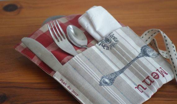 Pochette range couverts en toile enduite pour pause déjeuner - modèle carreaux rouges/blancs