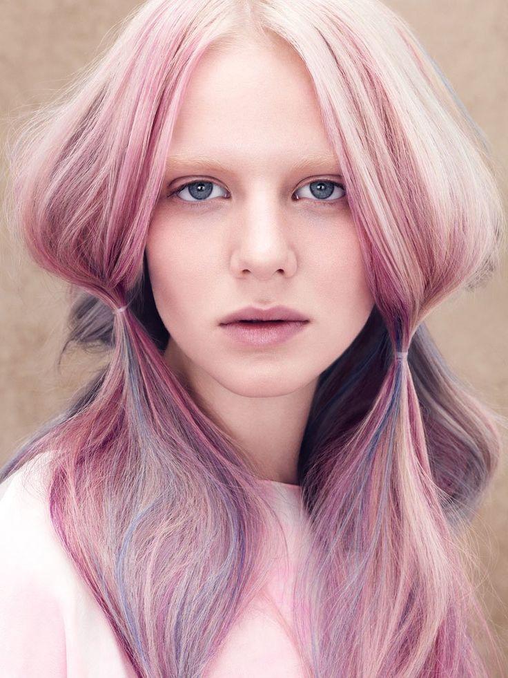 Rosa Haare sind einer der etwas wilderen Haarfarben Trends 2015 für die mutigen Trendsetter unter euch. Auch dieser Look stammt von Aveda und wurde mit schonenden Farben gefärbt.Dennoch gilt bei rosa Haaren: Wer auf die ganz helle Variante setzt, kommt - es sei denn er ist von Natur aus hellblond - um eine vorhergehende Blondierung nicht herum. Und so eine Blondierung schädigt das Haar auch immer ein klein wenig. Aber das Ergebnis sieht natürlich toll aus!Welche Haarfarbe passt zu mir? Oder…