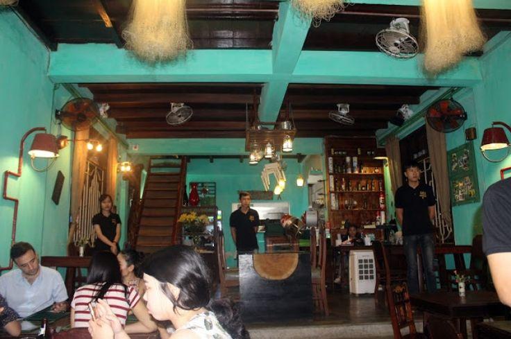 Κρητικός ντάκος και ρακί στο Βιετνάμ! της Μαρίας Τσιλίκη