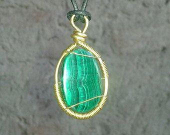 Frauen Geschenke für Freundin, Malachit Halskette für Frauen, Freundin-Geschenk für sie, Weihnachts-Geschenk für Frau, Geschenk für Frau, Schwester Gift.  ¸. •´¸. • * ¨) ¸♥. • * ¨) (¸. •´¸♥ VERKAUF - FREIE SHIPPING♥¸. • * ¨) ♥. • * ¨) ¸. • * ♥¸¸. •´¸. • * ¨)  Diese schöne Halskette war mit Aventurin & Granat Perlen handgefertigt und mit Malachit Zentrum Edelstein.   Einheitsgröße. Die Kette kann in verschiedenen Längen-Dank verstellbaren Kordelzug getragen werden.  Diese Kreation ist ein…