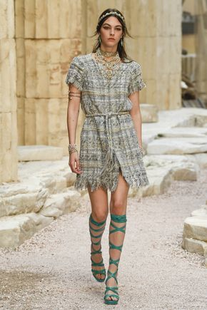 Chanel | Cruise 2018 | Look 1