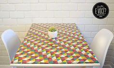 Galeria do Leitor - DIY (do it yourself/ faça você mesmo) Reforma de cômoda, aplicação de papel de parede, Mesinha de centro feita com pedaços de madeira e luminária com jarro em formato de abacaxi.