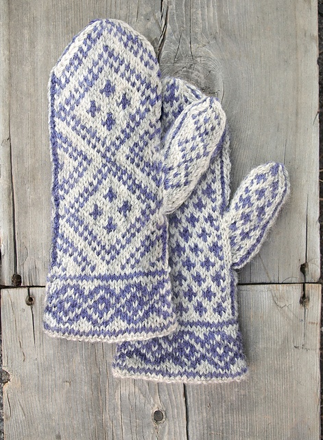 Ravelry: Quandary Peak Mittens pattern by Sunneshine ~ Love the design and color combo!