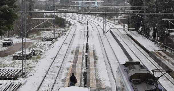 Οδύσσεια για εκατοντάδες επιβάτες: Ακινητοποιήθηκαν 4 τρένα εξαιτίας των καιρικών συνθηκών