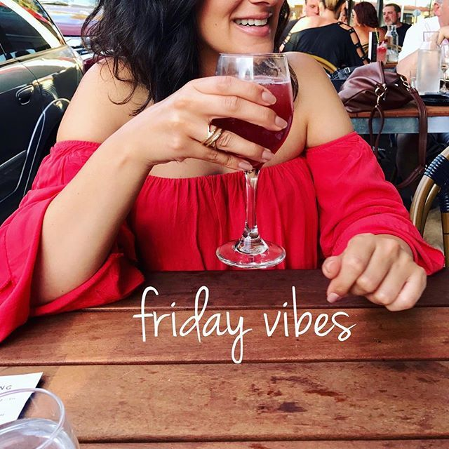 🇦🇺Happy Friday! ✌🏽 Where I'd rather be, sipping sangria at @mozambiquebargrill . . #friday #tgif #fridayvibes #bringontheweekend #sangria #tapas #relaxed #summer #sunny #melbourne #italiangirl #melbournesummer #instagood #instafood #fun #love #live #travel #explore #portugesefood #outandabout #happy #bayside #beach #beachlife #australia #melbournelifelovetravel
