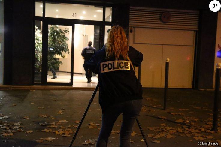 Le célèbre photographe David Hamilton s'est suicidé à son domicile parisien le 25 novembre 2016. Les équipes de la police judiciaire sont venues faire leur enquête et les services funéraires de la mairie de Paris sont venus récupérer le corps du défunt.