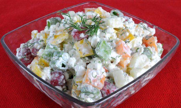 Ne vesztegesd az idődet most a konyhában! Egy remek, fehérjében gazdag, vitaminokkal teli salátát kínálunk a forró nyári napokra. Csak össz...