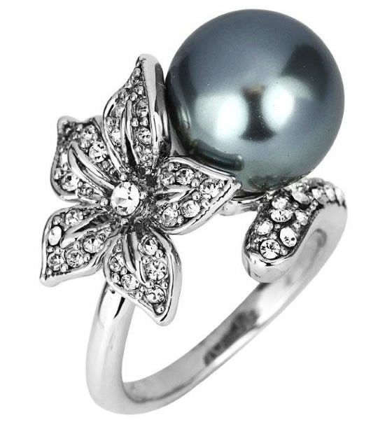 Pearl and Crystal Flower Ring $40 (AUD) | FREE Delivery