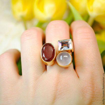 1580 Кольца ручной работы. Ярмарка Мастеров - ручная работа. Купить Тройное кольцо с халцедоном, сердоликом и опалом. Handmade. Позолоченное кольцо