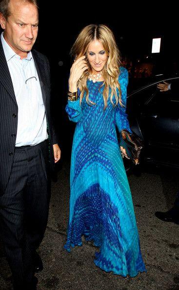 Sarah Jessica Parker Print Dress - Sarah looked fabulous in a beautiful blue print dress with bold accessories and metallic eye makeup.