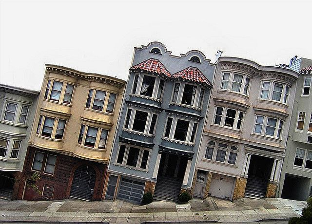 Russian Hill, San Fransisco i'd bend to the side walkind on this street .Ha…