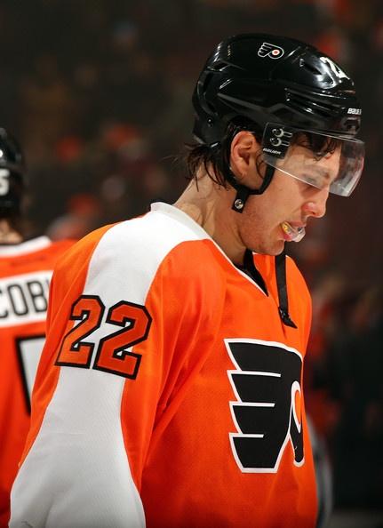 Luke Schenn #LukeSchenn #PhiladelphiaFlyers #Flyers #IceHockey #Philly #22
