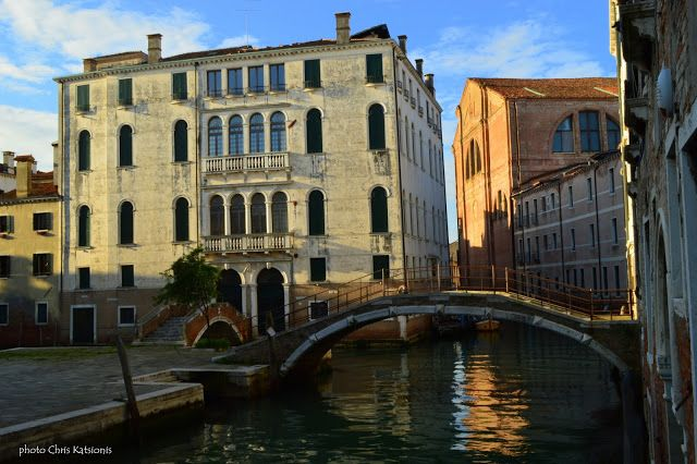 Travel in Clicks: Walking in Canareggio , Venice