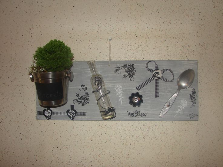 D coration murale de cuisine en mat riaux de r cup ration for Decoration murale cuisine moderne