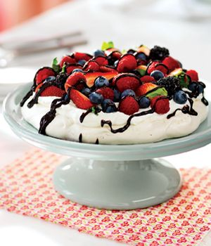 Meringue with Spring Berries. When I was in Australia I had something ...