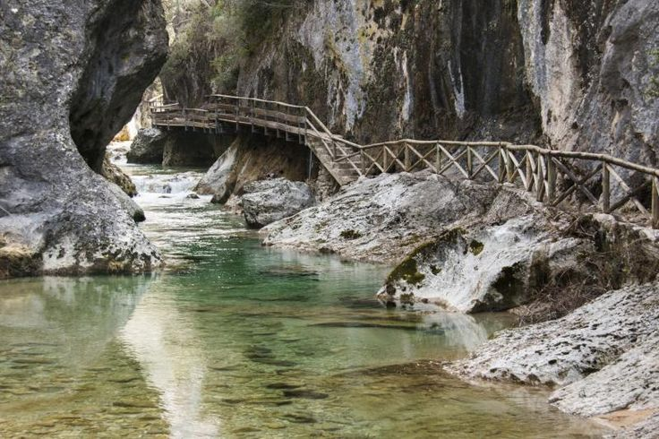 garganta en el río borosa en la sierra de cazorla