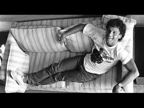 Cazuza - Exagerado com letras Exagerado é o primeiro álbum solo de Cazuza, lançado em 1985. Foi o primeiro álbum lançado pelo cantor após sair do Barão Verme...