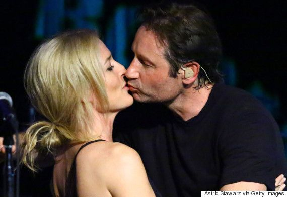 David Duchovny And Gillian Anderson Sing And Kiss In Adorable X-Files Reunion