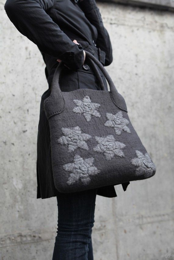 Really like the way the handles attach to this bag...but I would pick a different design on the front...