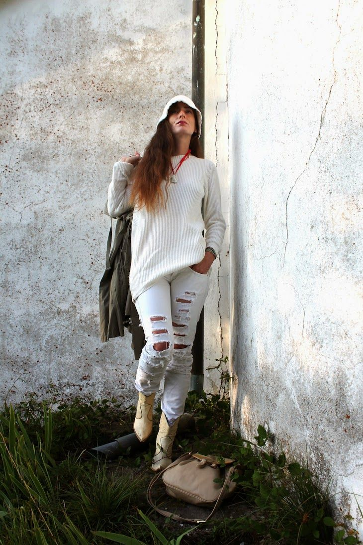 White outfit and knit  outfit, doppiosegno, #knit #knitwear #madeinitaly #brand #bianco #white #fashionblogger #personalstyle #sweater #bijoux  #jewels #hat #winter #fall #bracelets #porcelaine #ring #bunny #necklace