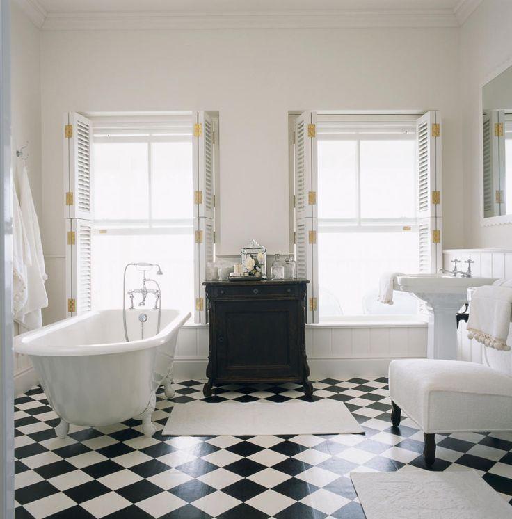 Superb Ein Boden im Schachbrettmuster ist ein klassisches Stil Statement Dem Badezimmer das sonst durch den wei en Einheitslook schnell steril wirkt