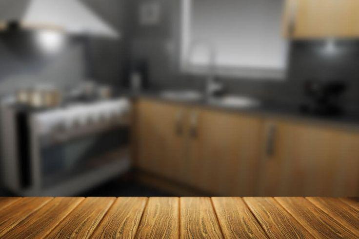 Ακριβά ξύλινα ντουλάπια, κουζίνες με όμορφα σχέδια αλλά οικονομικά απλησίαστες και την κουζίνα σας να καταρρέει στον πέρασμα του χρόνου κάνοντας το περιβάλλον μη λειτουργικό και με μηδενική εργονομία για εσάς και την οικογένειά σας. Οι βινυλικές κουζίνες ή laminat