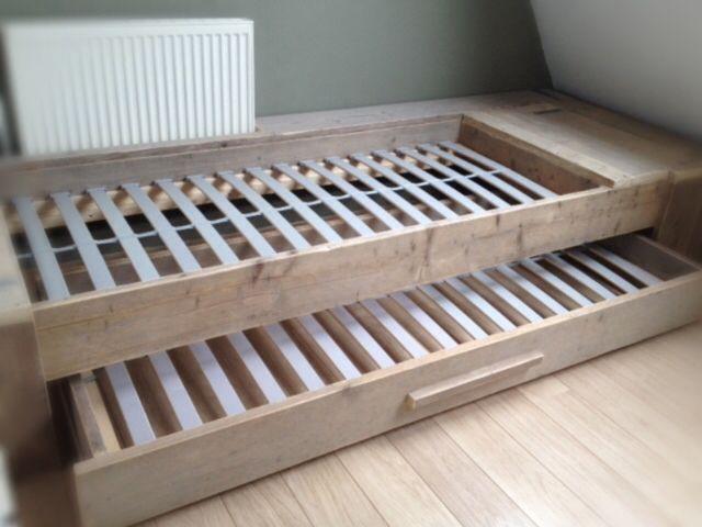 Bed met onderbed steigerhout