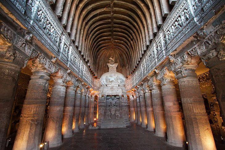 Visitando as incríveis cavernas de Ajanta