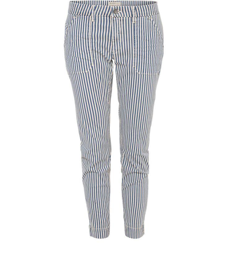 Deze broek met marineblauwe horizontale strepen vormt de basis voor een chique smart en casual look. De moderne enkellengte geeft het geheel een nonchalante maar fashionable uitstaling