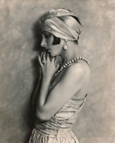 Tiffany diamonds were the screen darlings of the Jazz Age. Here, starlet Fania Marinoff (circa 1923) demonstrates that nothing burns brighter in black and white.