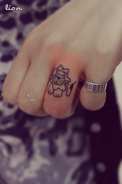 I wouldn't want this as a finger tattoo, but the lion's so cute(: